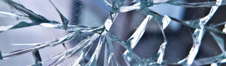 Blauw glas kapot
